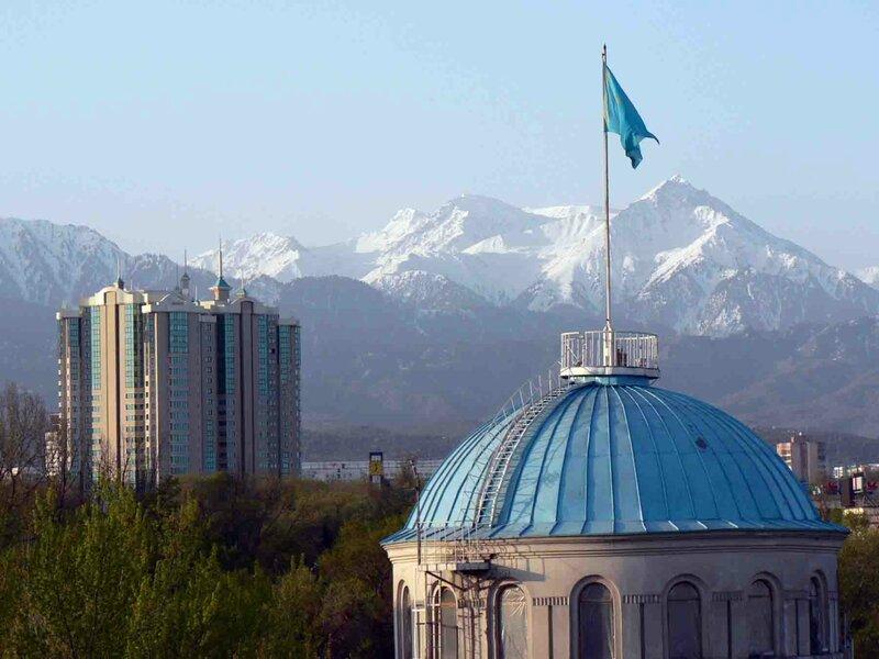 Мельников Сергей, Над городом стеной встают горы Заилийского Алатау