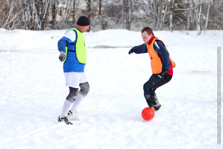 Оранжевые - «Порт Серпухов», зеленые - «Канал имени Москвы - 1» футбол фото