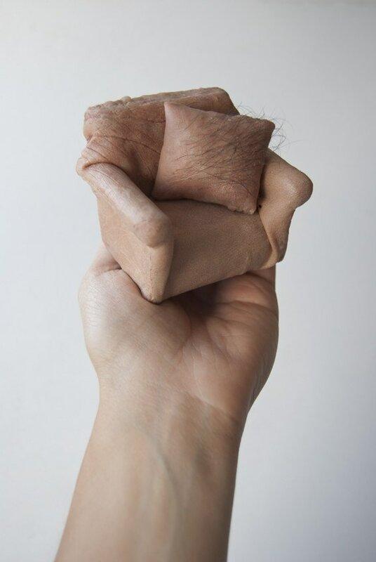 мебель из искусственной человеческой кожи