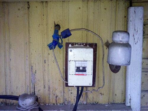 Вызов электрика аварийной службы в частный дом (посёлок Володарский, улица Некрасова, Красносельский район СПб).