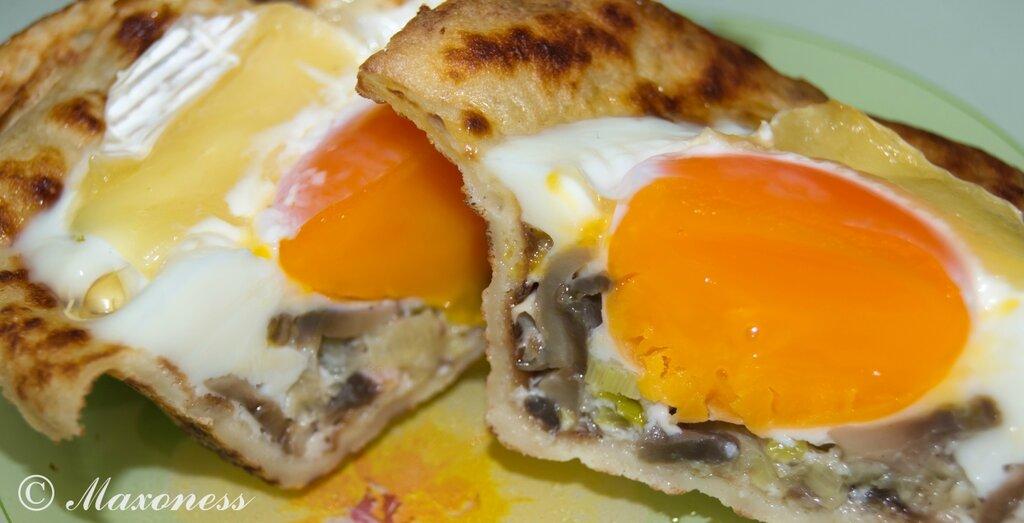 Блинные корзиночки с яйцом и грибами