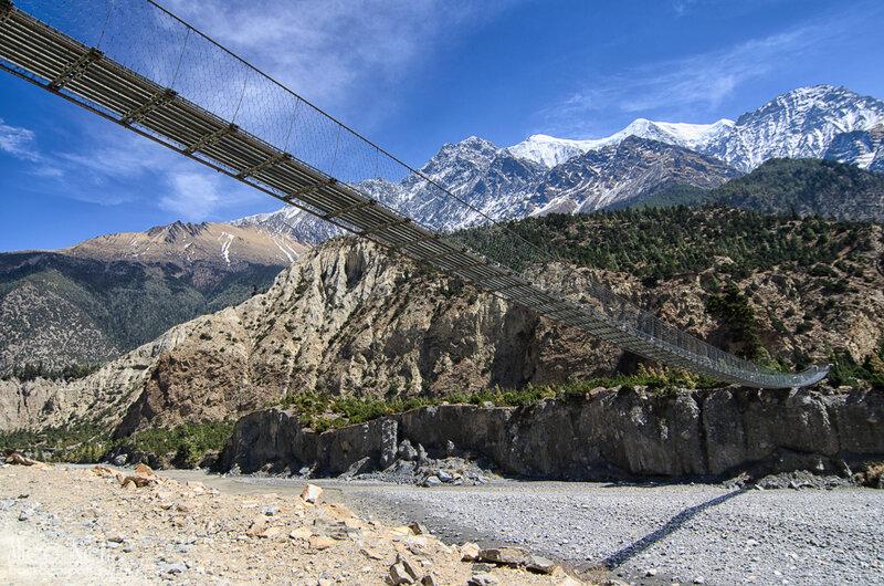 подвесной мост через Калигандаки где-то между Тукуче и Марпой, Гималаи, Непал