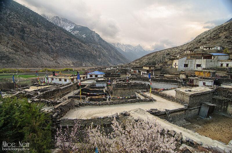 Марпа, вид с храма, Непал