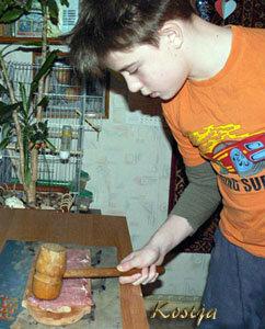 Отбить мясо для рулетиков