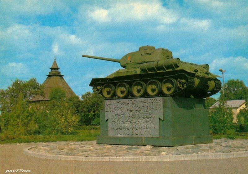 Танк Т-34, установленный в память об освобождении города от фашистских захватчиков.