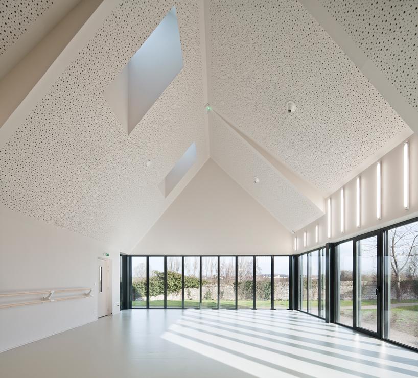 Дом творчества в здании классической формы во Франции