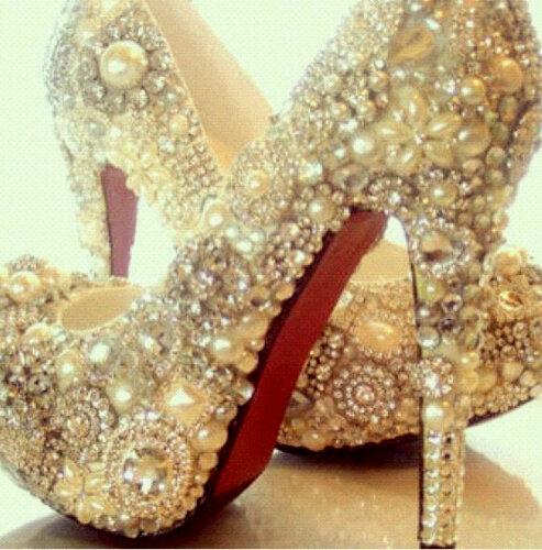 Обувь декорированная бижутерией