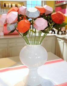 Бумажные розы в форме алмазов