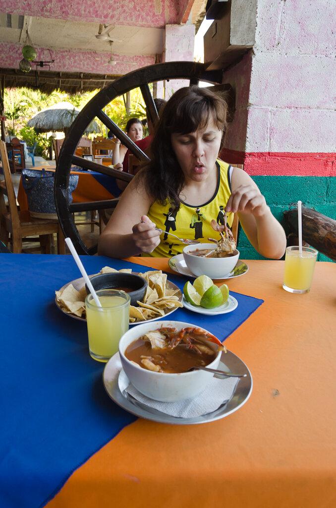 Фото 3. Отведать ухи из морепродуктов можно не только, отдыхая в Тулуме, но и добравшись до озера Лагуна Бакалар. Поездка по Мексике самостоятельно. 1/60, 9.0, 320, 18.