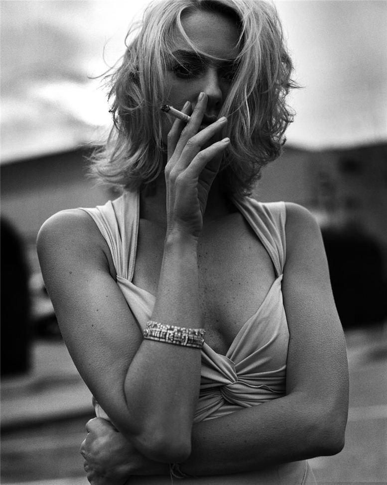smoking Naomi Watts / Наоми Уоттс с сигаретой