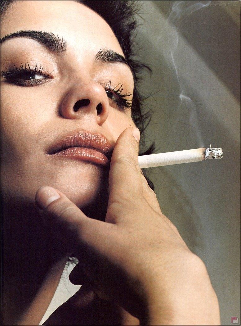 smoking Shannyn Sossamon / Шаннин Соссамон с сигаретой