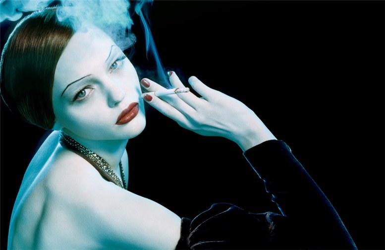 smoking Sasha Pivovarova / Саша Пивоварова с сигаретой