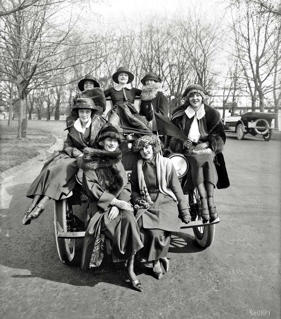 Автомобили и девушки начала 20-го века на снимках американских фотографов (16)