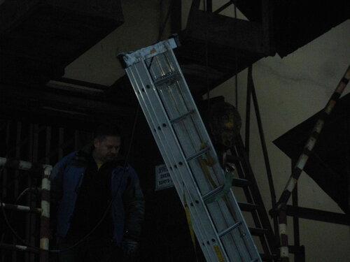 Фото 8. Завершающая стадия подъёма лестницы.