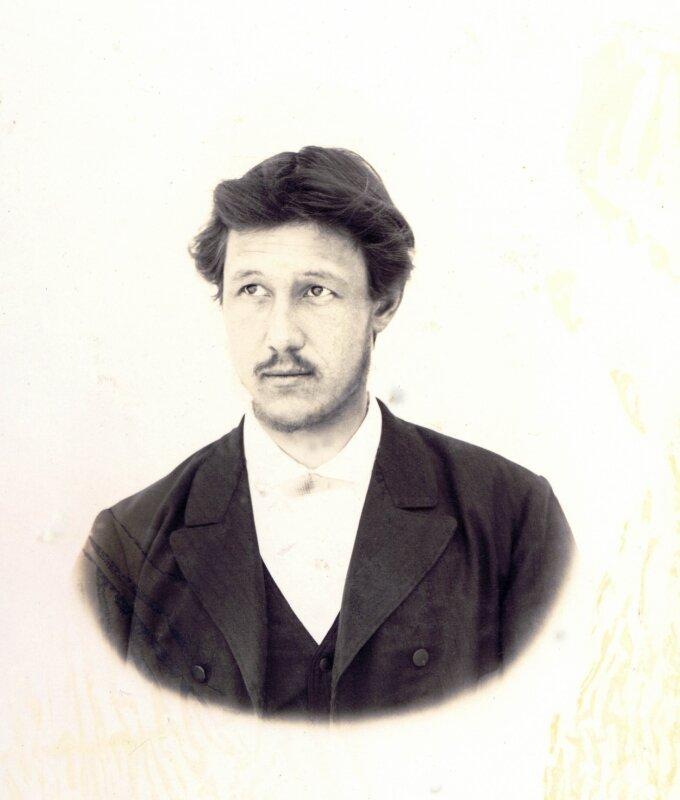 Личностью, испытавшей мощное влияние Г.В.Юдина и ставшей ещё одним создателем новых культурных ценностей на заводе был Петр Борисович Перевозчиков - бухгалтер