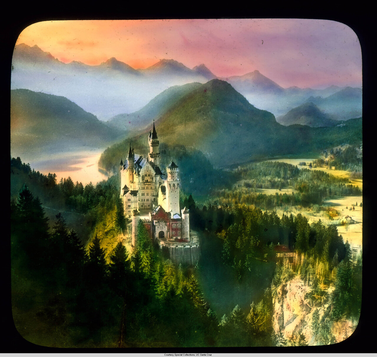 Бавария. Дворец Нойшванштайн на закате