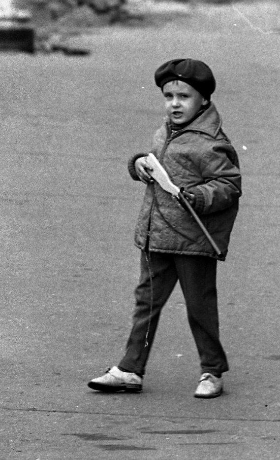 Мальчик с винтовкой. Москва