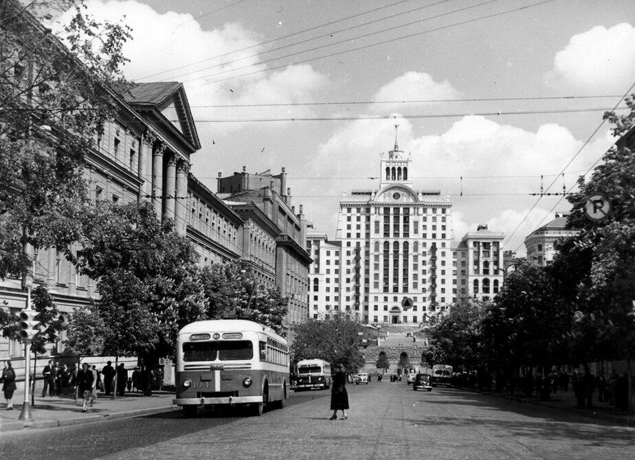 1955. панорама улицы Ленина (теперь улица Богдана Хмельницкого). Фото: Сычев В.