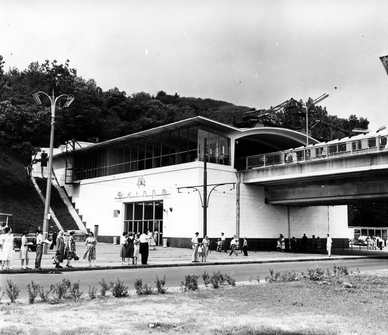 1961.06. Вид на станцию метро Днепр со стороны Набережного шоссе