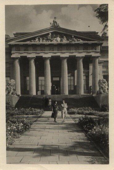 Вхід до музею українського мистецтва