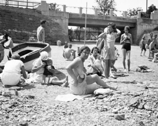 Beachgoers in Odessa, 1933. Photo by Georges Simenon