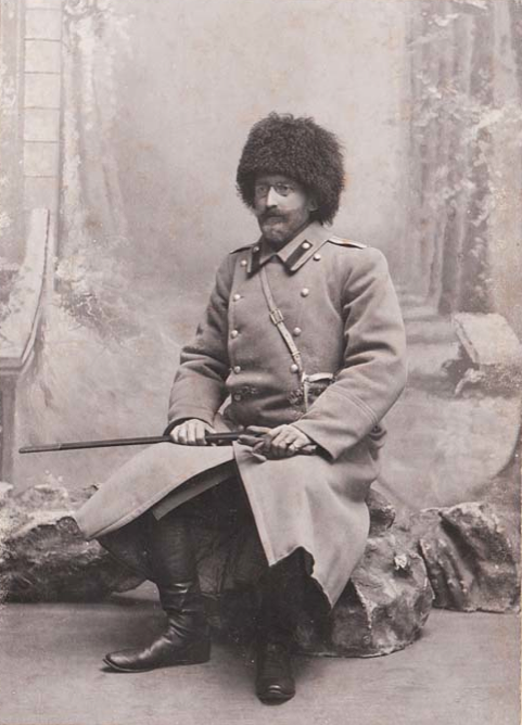 Portrait of an officer of the Russian military from Ust-Dvinsk, 1910's. Photo by the studio of G. Klatskin.