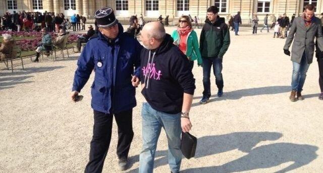 Угадайте, за что был арестован этот мужчина?