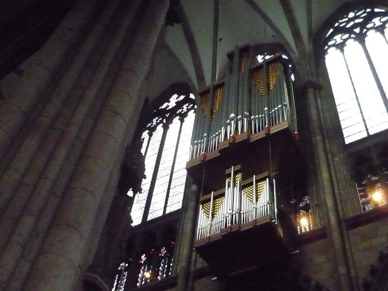 Picture 135.jpgОрган. Сердце и голос кафедрального собора. В Кельнском Доме их несколько