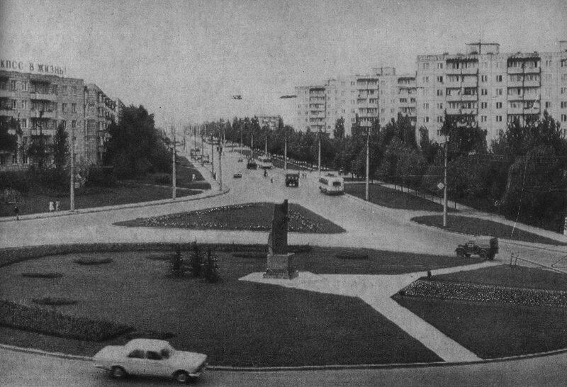Площадь Конституции.jpg