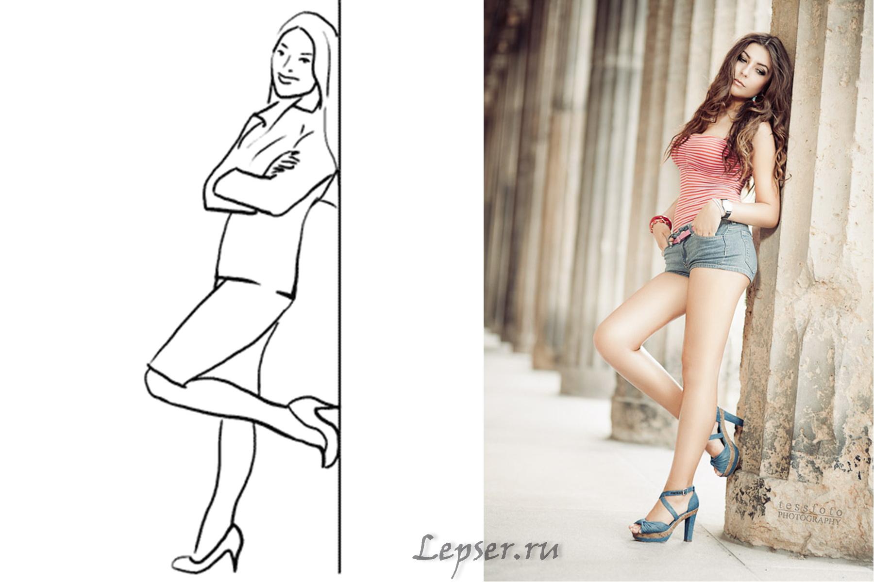 фото девушки у стены с поднятой ногой
