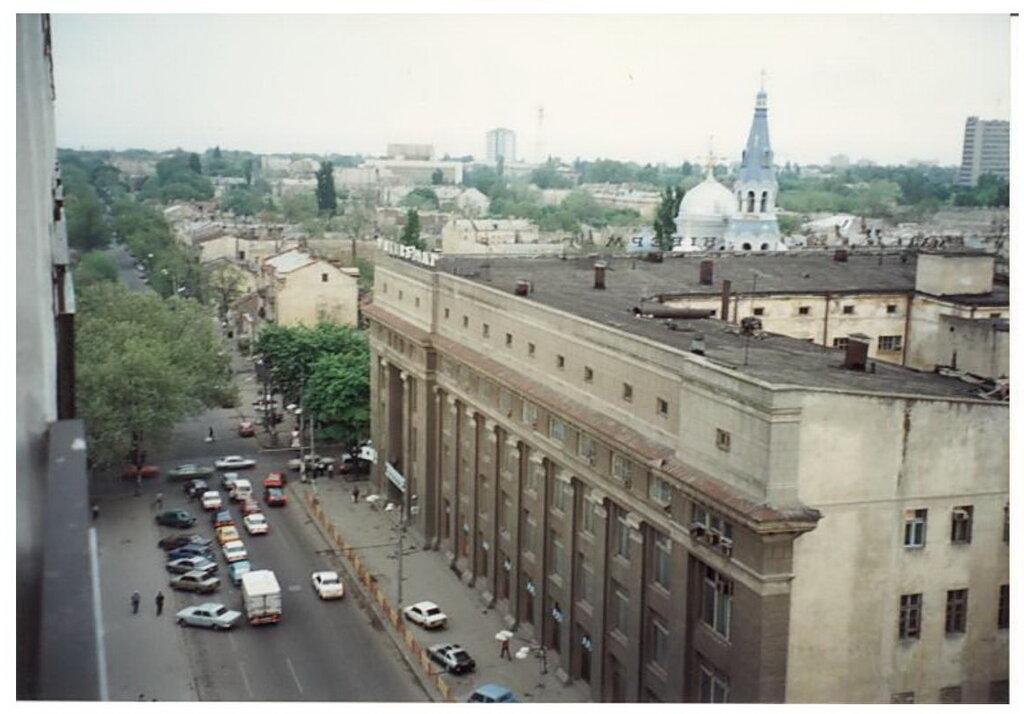 0_77492_ddd64ea7_XXL Архивные снимки: Японский турист запечатлел Одессу 1996-го года