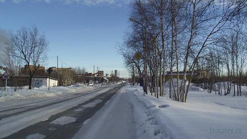 Фото города Инта №3172  Улица Индустриальная в восточном направлении, в районе остановки