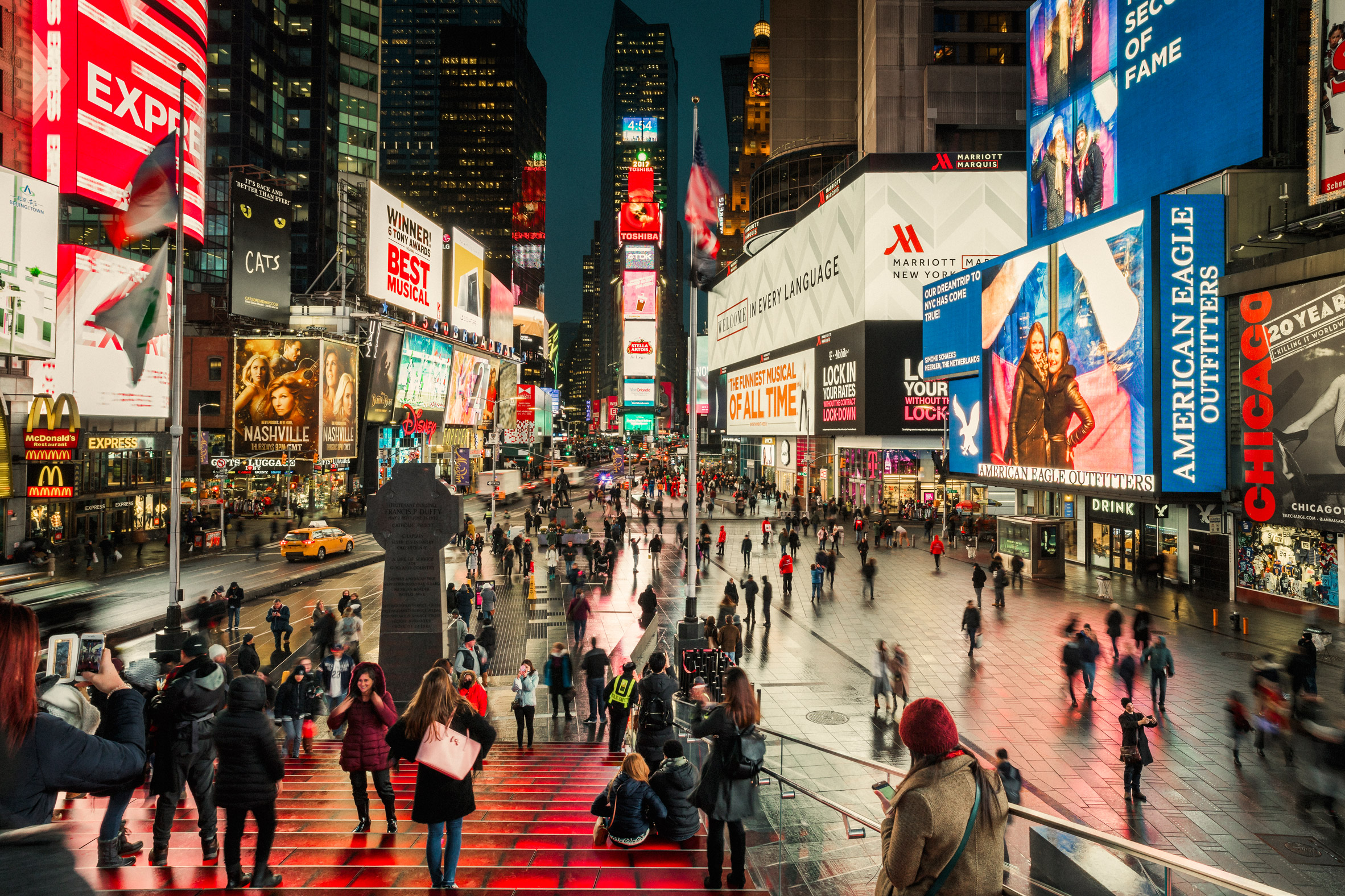 Расширенный Тайм-Сквер снова открыт (16 фото)