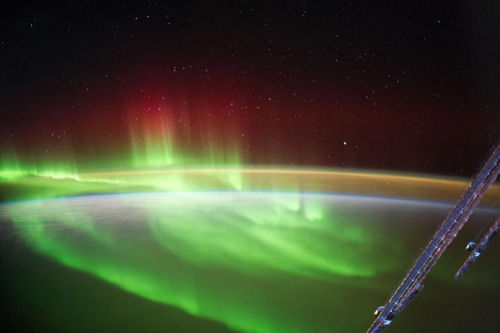 3. Международная космическая станция с пристыкованным шаттлом Endeavour, 23 мая 2011 года.