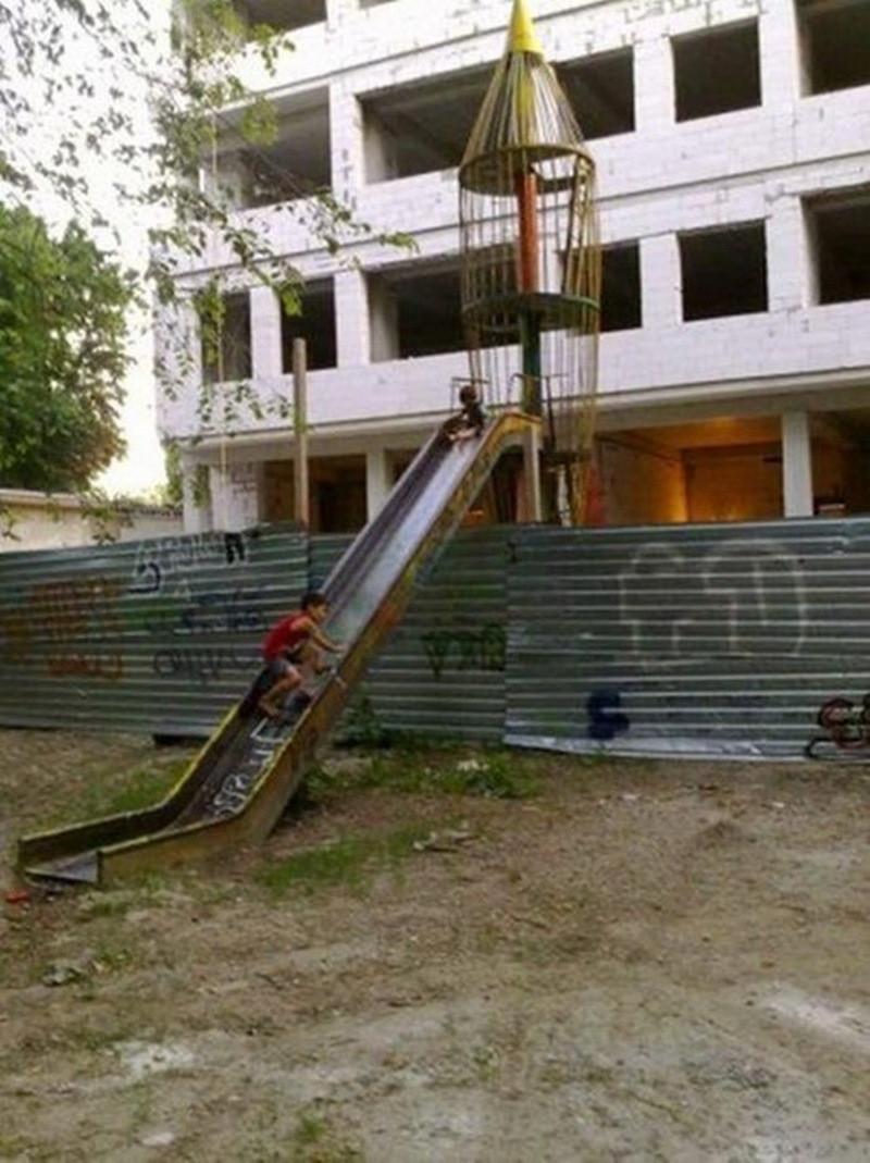 Суровые детские площадки в России