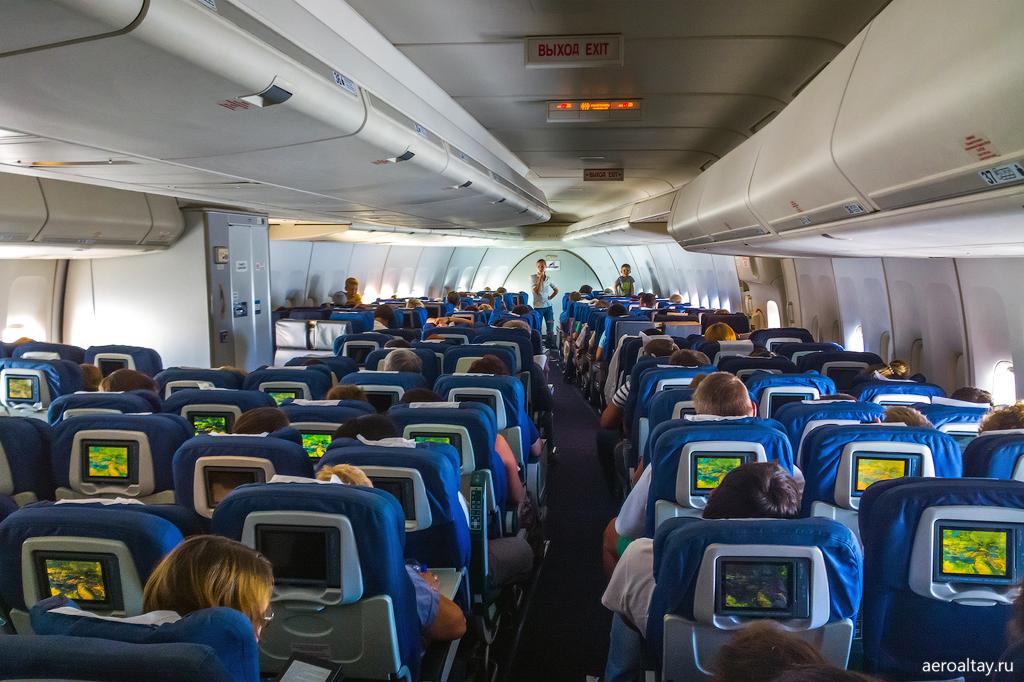 Интерьер Боинга 747 Трансаэро в экономическом классе