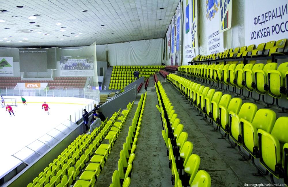Арена ледового дворца спорта.