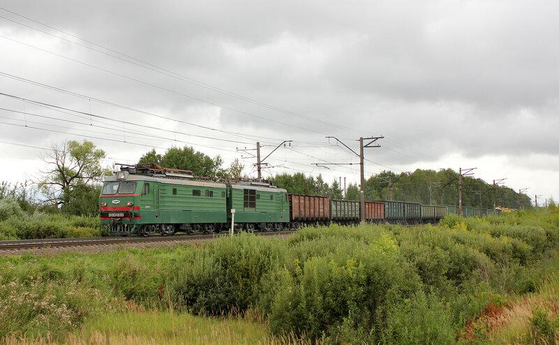 ВЛ10К-835 на переезде в Берендино, едет на Воскресенск