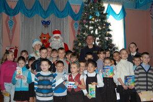 Сотрудники ГИБДД Артема поздравили воспитанников местного детского дома