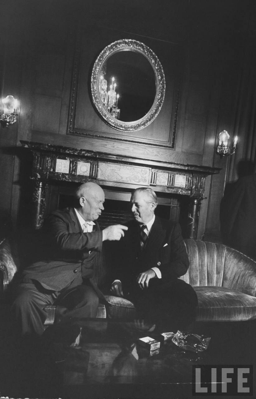 Никита Сергеевич Хрущев и Гарольд Макмиллан во время сессии Генассамблеи Организации Объединенных Наций
