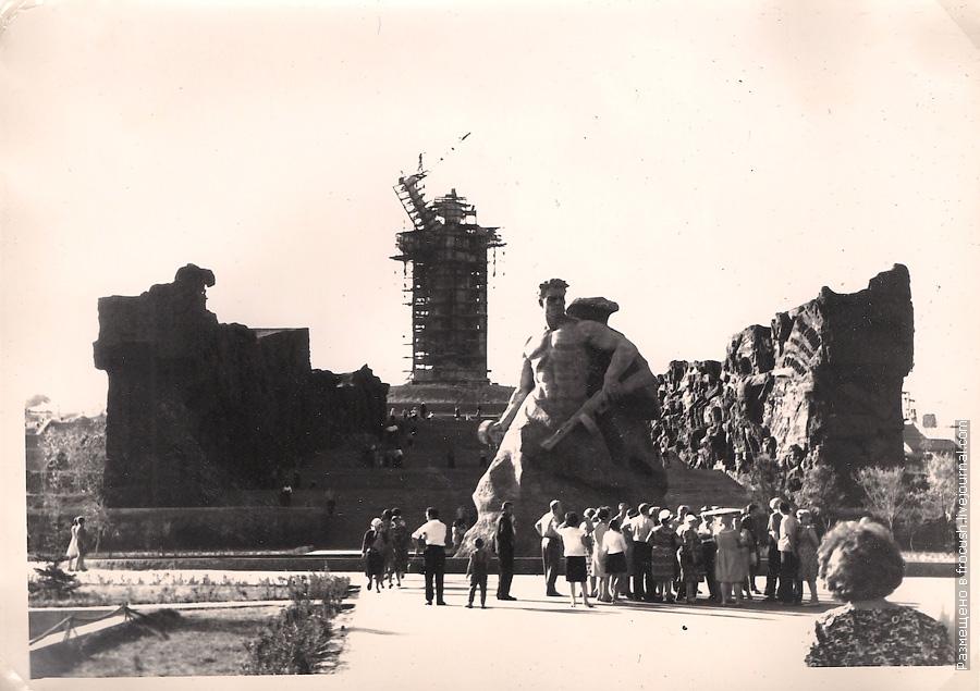 1965 год фотография Волгоград Мамаев курган строительство скульптуры «Родина-мать зовет!»