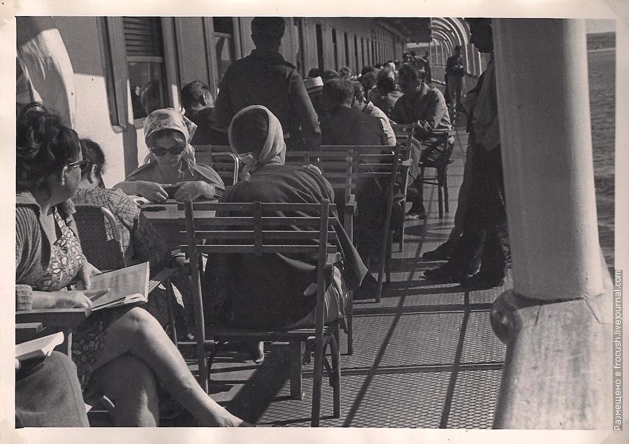 На средней палубе в солнечный сентябрьский полдень фото 1965 года