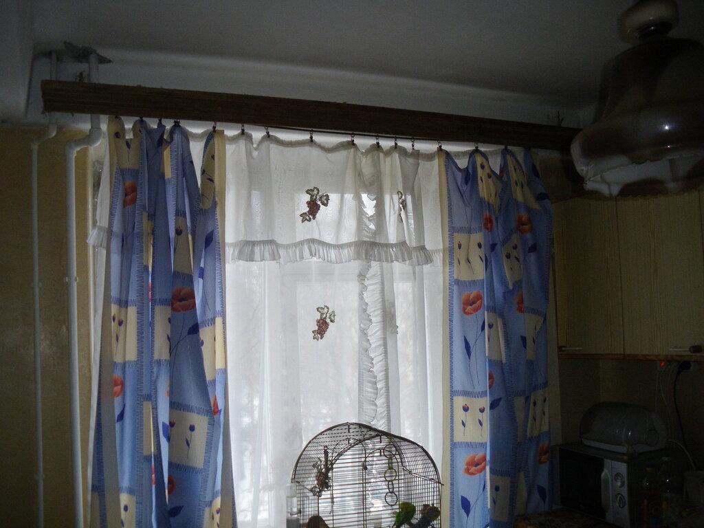 Югославский вариант пластмассового механизма. Кухонный подвес на потолке дома 606-й серии. 2-я Комсомольская улица (Красносельский район Санкт-Петербурга), январь 2013 года.