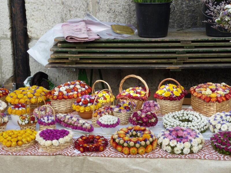 Сувениры из высушенных цветов на рынке