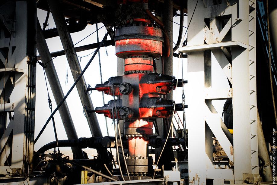 Как работает превентор при бурении нефтяной скважины