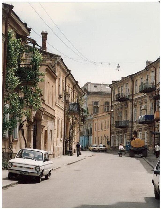 0_77498_d48d04f2_XXL Архивные снимки: Японский турист запечатлел Одессу 1996-го года