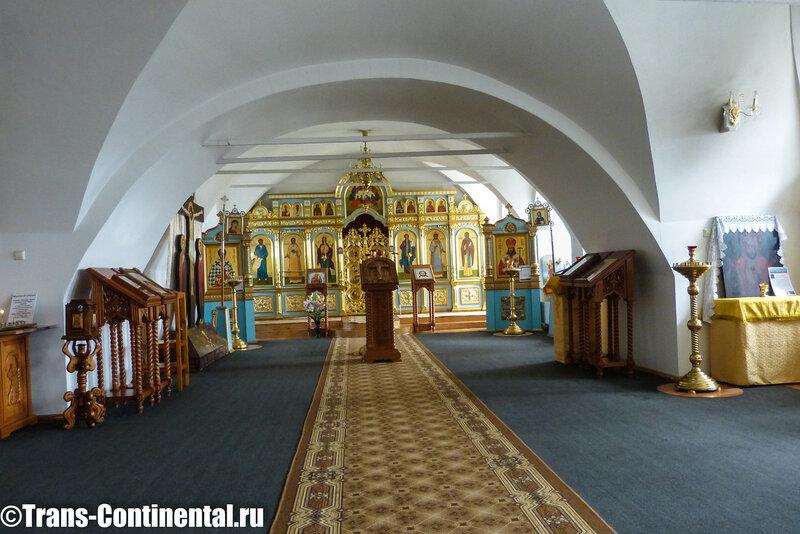 Посольский монастырь: внутри храма