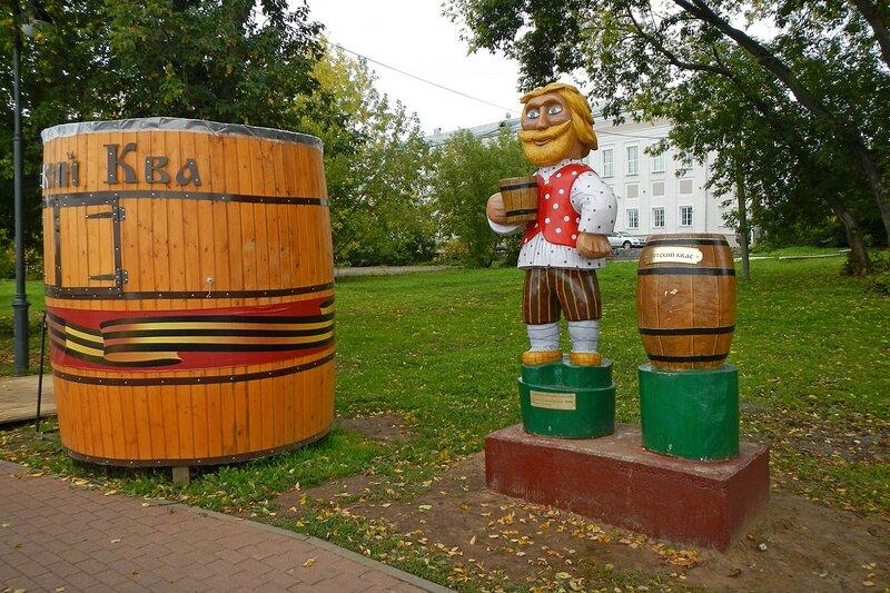 Памятник Вятскому квасовару в Александровском саду
