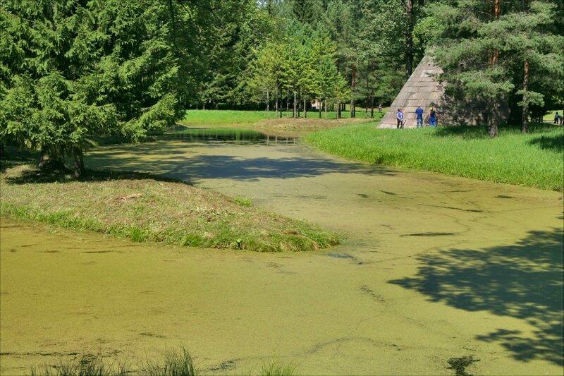 Екатерининский парк, Лебяжьи пруды и Пирамида