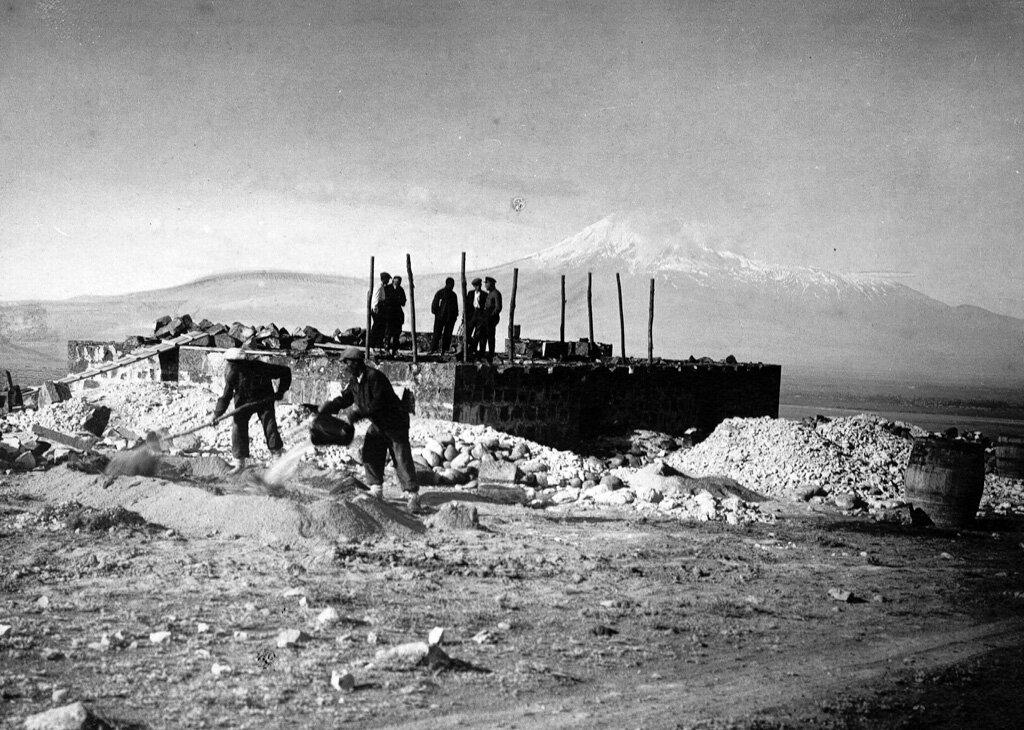 Строительство Нубарашена. Снимок был сделан в 1932 году.